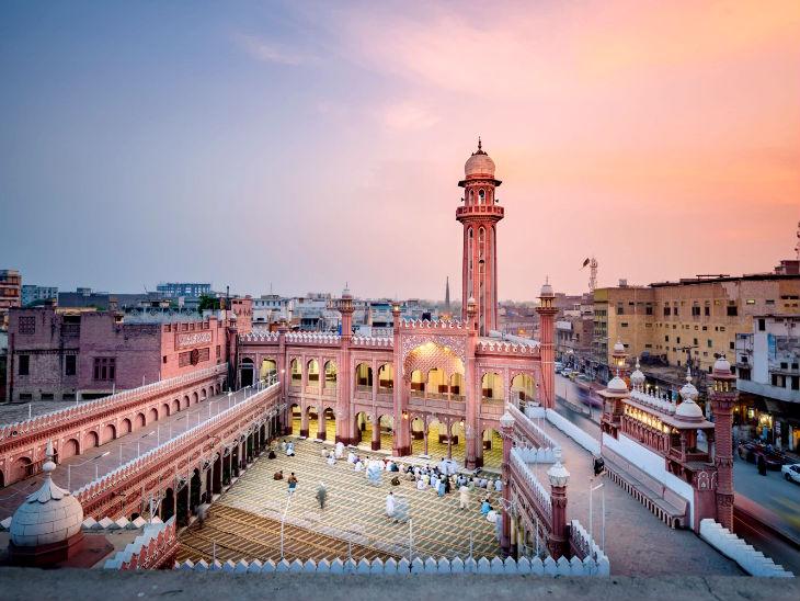 पेशावर की सुनहरी मस्जिद 23 साल बाद महिलाओं के लिए खोली गई  - Dainik Bhaskar