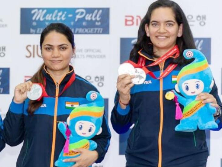 अपूर्वी चंदेला और अंजुम मुदगिल (दाएं) आईएसएसएफ वर्ल्ड चैम्पियनशिप में पदक जीतते हुए ओलिंपिक कोटा हासिल किया। - Dainik Bhaskar
