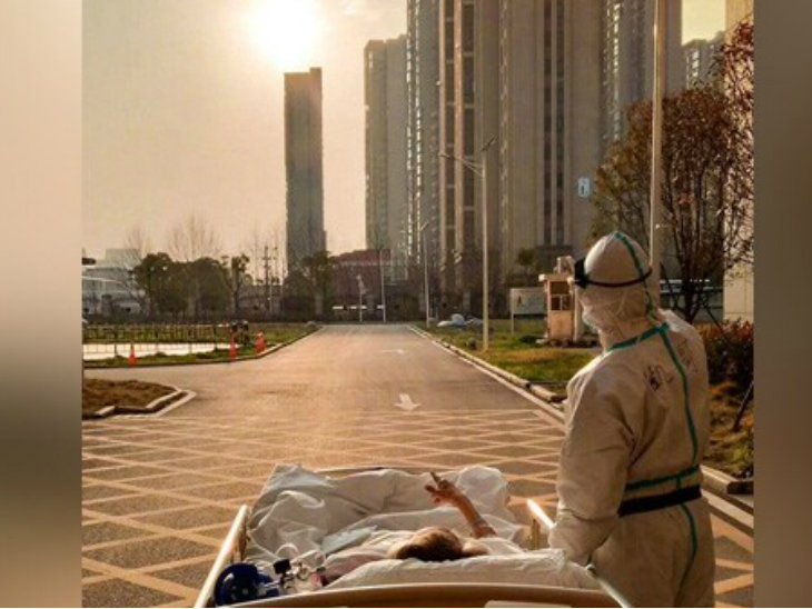 87 साल के कोरोनावायरस संक्रमित मरीज ने डॉक्टर के साथ देखा सूर्यास्त, फोटो वायरल|देश,National - Dainik Bhaskar