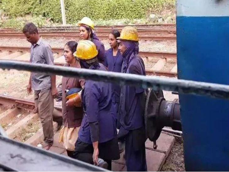 तिरुवनंतपुरम सेंट्रल रेलवे स्टेशन पर 17 महिला कर्मचारी काम करती हैं।