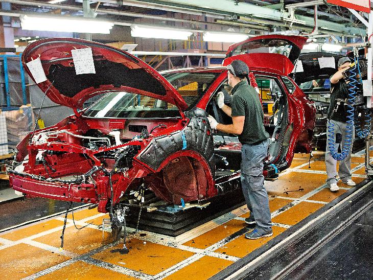 Corona's cry of auto industry after economic slowdown, production crisis expected   आर्थिक सुस्ती के बाद ऑटो इंडस्ट्री का कोरोना का रोना, उत्पादन पर गंभीर संकट के आसार