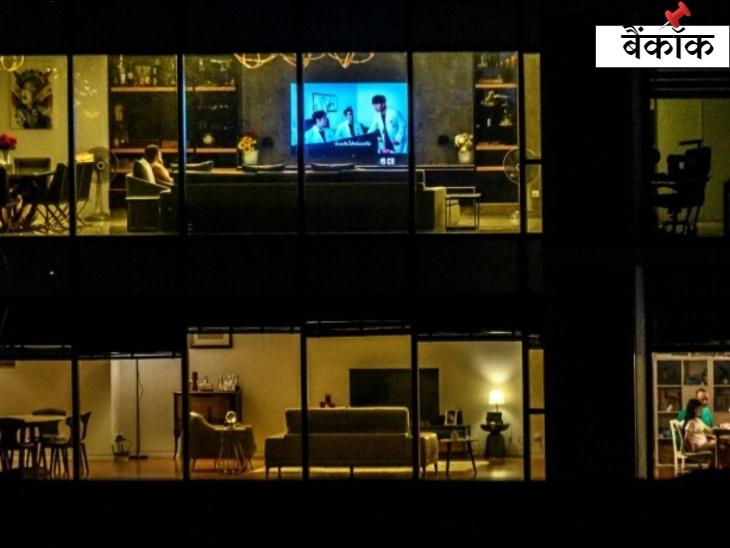 कोरोना के कारण पैदा हुई लॉकडाउन की स्थिति के कारण बैंकॉक में लोगों ने खुद को घरों में बंद कर लिया है।
