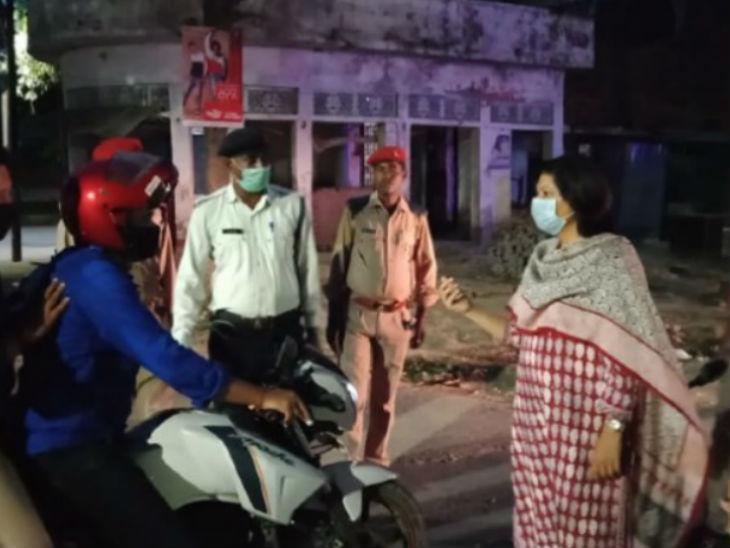 रायबरेली में पत्नी के लिए दवा लेने निकले युवक से डीएम ने कहा- आजकल सबकी बीवियां प्रेग्नेंट होती जा रही हैं, पहले पर्चा दिखाओ लखनऊ,Lucknow - Dainik Bhaskar