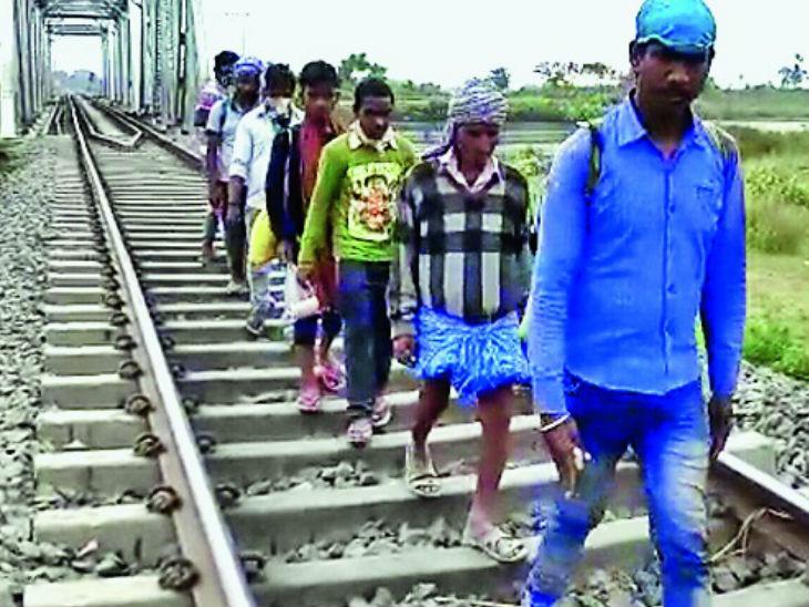 गर्भवती महिला दो साल के बच्चे को गोद में ले पति के साथ सूरत से पैदल चलकर छठवें दिन बांदा पहुंची|गुजरात,Gujarat - Dainik Bhaskar