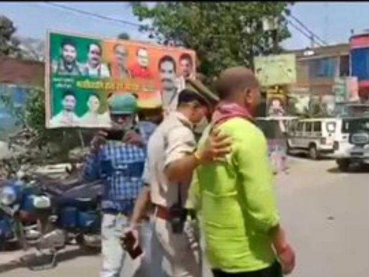 मुनाफाखोरी करने वाले दुकानदारों के खिलाफ पुलिस कार्रवाई कर रही है।