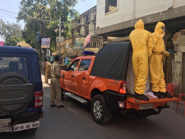 वाराणसी में गंगापुर के एक किमी परिधि को सील कर दिया गया है। सैनिटाइजेशन की प्रक्रिया शुरू कर दी गई है। - Dainik Bhaskar