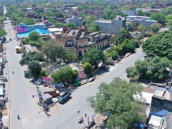 कानपुर में चार मोहल्लों को रोड जोन घोषित किया गया है। यहां तब्लीगी जमाती मस्जिदों में घूमे थे।