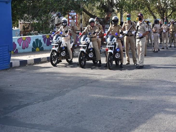 पुणे के कई इलाकों में पुलिस ने रैपिड फोर्स की तैनाती की गई है।