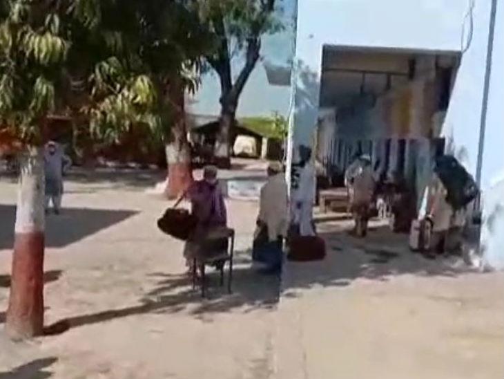 सीतापुर में क्वारैंटाइन सेंटर से 18 फरार; डीएम ने प्रधान को गिरफ्तार कराया, कई अधिकारियों पर गिरी गाज|उत्तरप्रदेश,Uttar Pradesh - Dainik Bhaskar