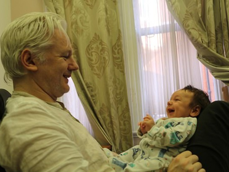 असांजे के बच्चों में गेब्रियल 2 और मैक्स एक साल का है।
