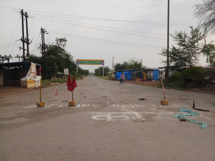 कोराेना संक्रमण को रोकने के लिए सबसे ज्यादा छत्तीसगढ़ के ग्रामीण जागरूक हैं। उन्होंने गांवों में आने वाले रास्ते बाहरी लोगों के लिए पूरी तरह से बंद कर दिए हैं। वहीं गांवाें से बाहर जाने पर भी रोक लगा दी है। खासकर बार्डर से सटे इलाकों में ग्रामीण खुद निगरानी कर रहे हैं। इसके लिए स्थानीय युवाओं की ड्यूटी तक लगाई जा रही है। - Dainik Bhaskar