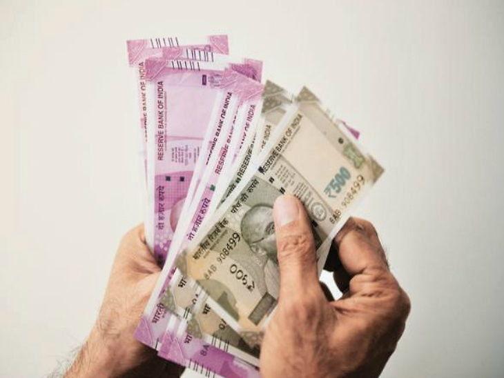 केंद्र सरकार अपने कर्मचारियों और पेंशनरों को हर साल अतिरिक्त महंगाई भत्ते का भुगतान करती है। इस भत्ते में हर 6 महीने पर बदलाव होता है। - Dainik Bhaskar