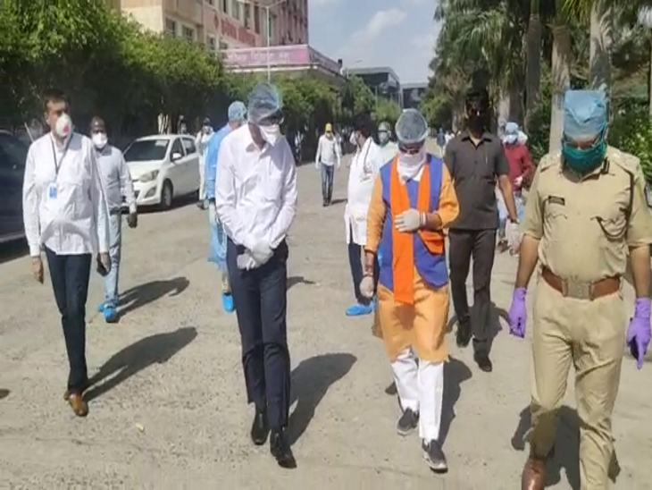 भाजपा महासचिव कैलाश विजयवर्गीय भी मरीजों से मिलने अस्पताल पहुंचे।