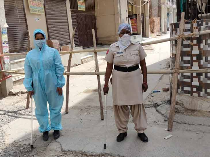 गुरुग्राम के सेक्टर-39 में कुल पांच मरीज मिल चुके हैं, तभी इस सेक्टर को सील कर दिया गया है और पुलिस की गश्त भी बढ़ा दी गई है।