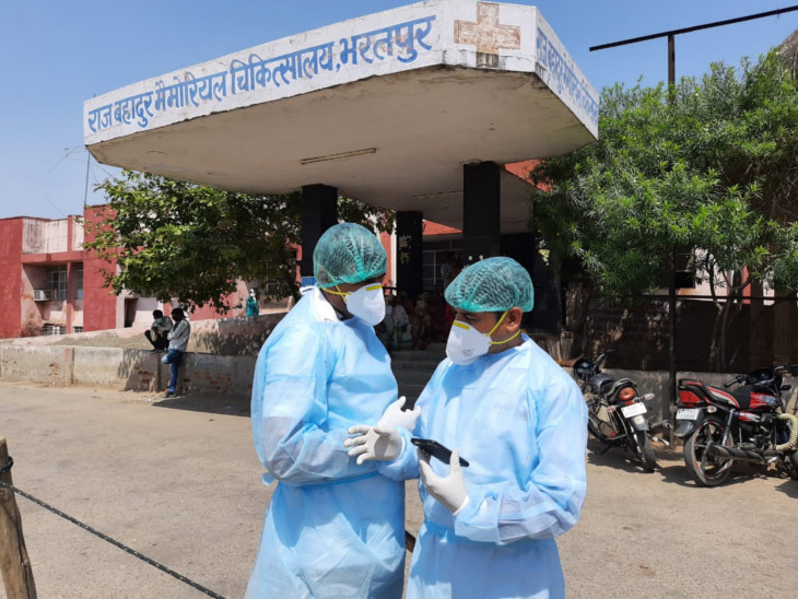 कोरोना पॉजिटिव विमंदितों का अस्पताल में हंगामा, एक ने अपनी शर्ट ही फाड़ ली, दूसरे ने नहीं मानी कोई बात, स्टाफ के हाथ-पांव फूले|राजस्थान,Rajasthan - Dainik Bhaskar