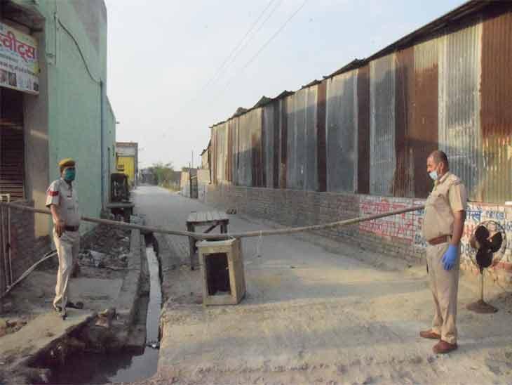 यह तस्वीर पानीपत के धूप सिंह नगर की है। यहां एक संक्रमित मिलने के बाद गली को सील कर दिया गया। पानीपत में लगातार मरीज मिल रहे हैं। अभी तक कुल 12 मरीज मिल चुके हैं। - Dainik Bhaskar