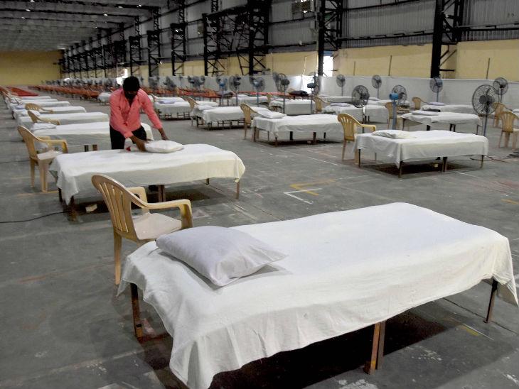 मुंबई स्थित बॉम्बे एग्जिबिशन सेंटर में कोरोना के मरीजों के लिए क्वारैंटाइन सेंटर बनाया गया है। मुंबई में देश के किसी दूसरे शहर की तुलना में सबसे ज्यादा संक्रमित हैं।