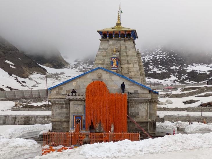 यह मंदिर केदारनाथ का है। कोरोना के कारण सभी मंदिरों के कार्यक्रमों पर असर पढ़ा है। भगवान बद्रीनाथ के कपाट पहले 30 तारीख को खुलने थे, जिसे अब बदलकर 15 मई कर दिया गया है।