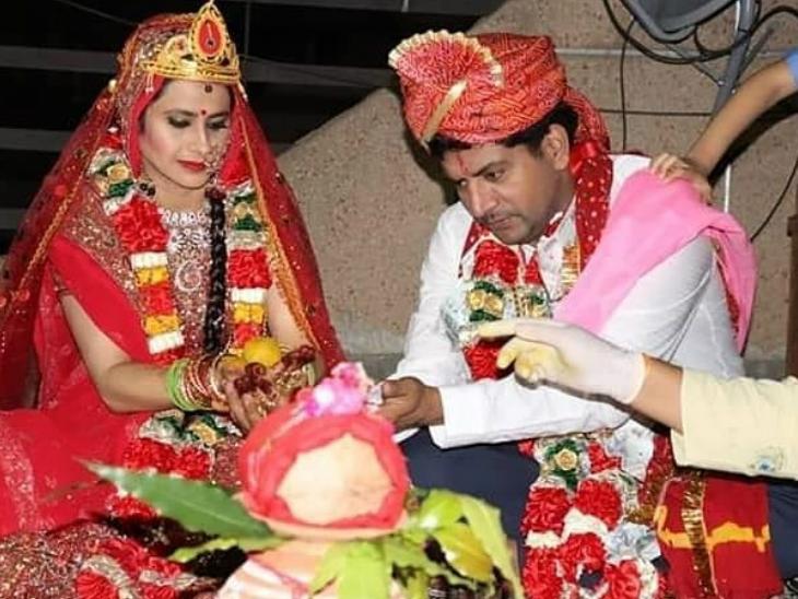 बिग बाॅस सीजन 2 के विनर आशुतोष कौशिक ने छत पर रचाई शादी, चार लोग रहे मौजूद बॉलीवुड,Bollywood - Dainik Bhaskar