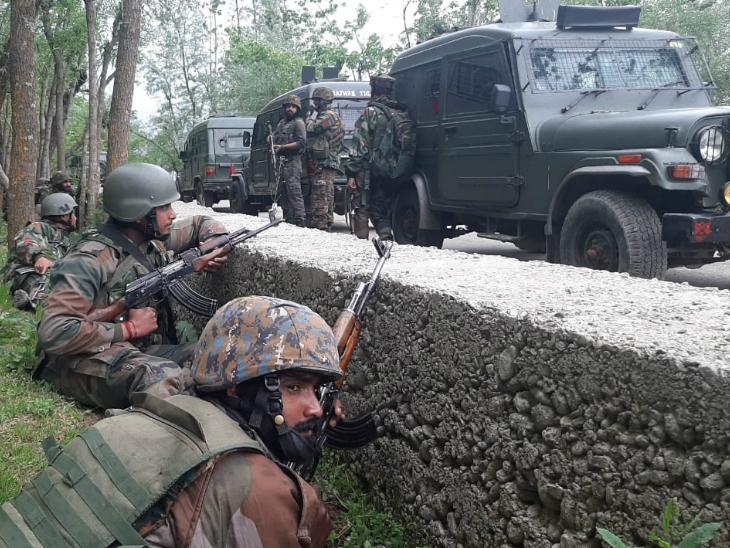 सेना ने खबर मिलने के बाद हंदवाड़ा के जंगली इलाकों में सर्च ऑपरेशन चलाया।