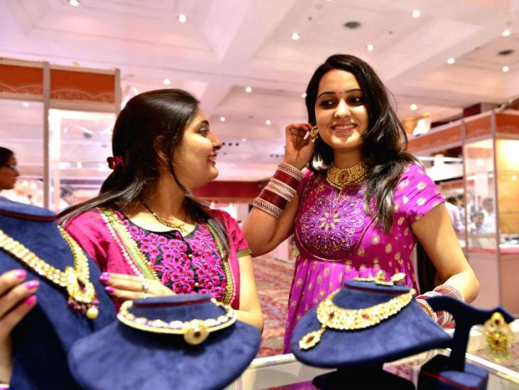 चीन के बाद सोने का दूसरा सबसे बड़ा खरीदार है भारत - Dainik Bhaskar