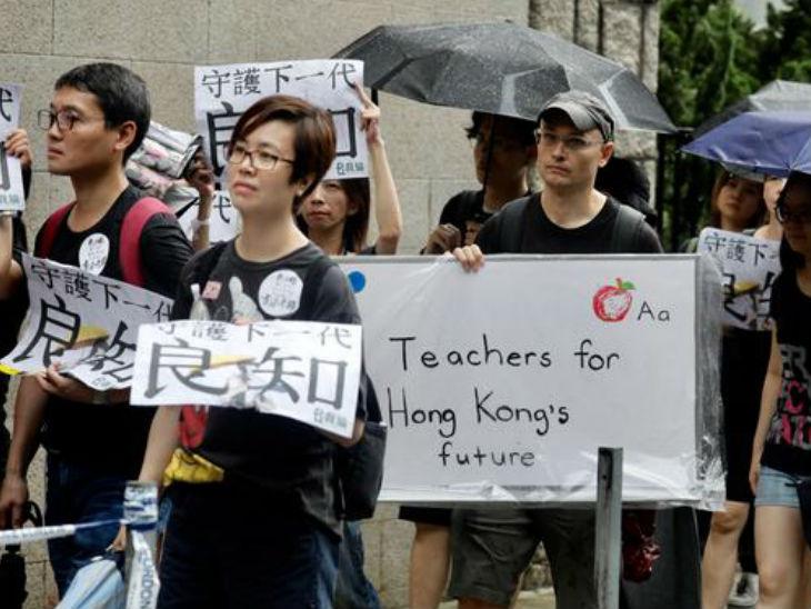 हांगकांग में चीन के प्रत्यर्पण बिल के खिलाफ पिछले साल विरोध प्रदर्शन शुरू हुए थे। बिल वापस लेने के बाद भी ये प्रदर्शन नहीं थमे और लोकतंत्र की मांग होने लगी। - Dainik Bhaskar