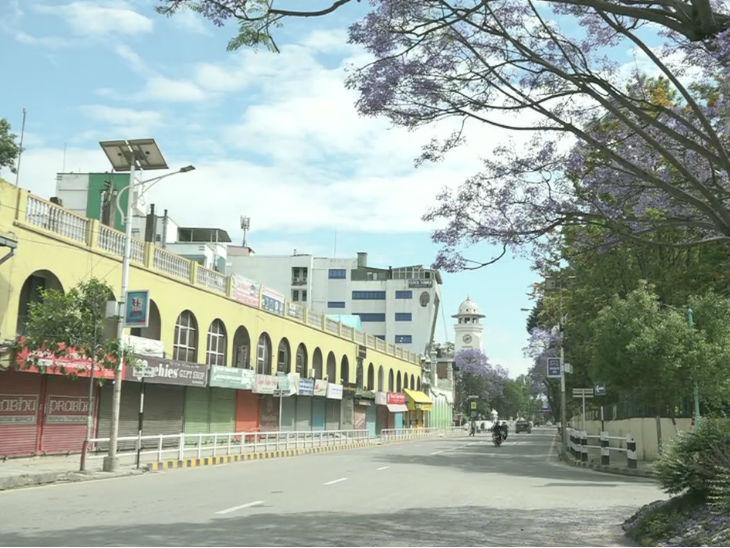 काठमांडू में लॉकडाउन के बीच सड़कों पर पसरा सन्नाटा। भारत ने नेपाल को 23 टन जरूरी दवाएं भेजी हैं।