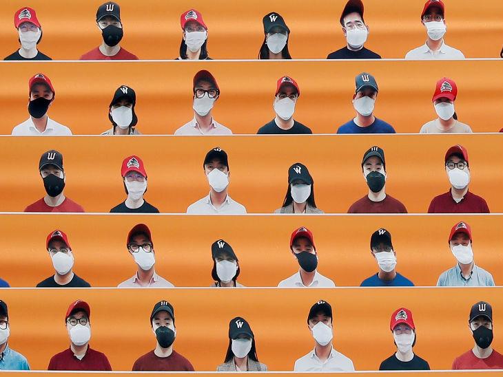 द. कोरिया में बेसबॉल लीग की शुरुआत के दौरान मुन्हक स्टेडियम में कोरोना के चलते दर्शक नहीं आ सके। इस दौरान स्टेडयम में दर्शकों की डमी बनाकर रखी गई।