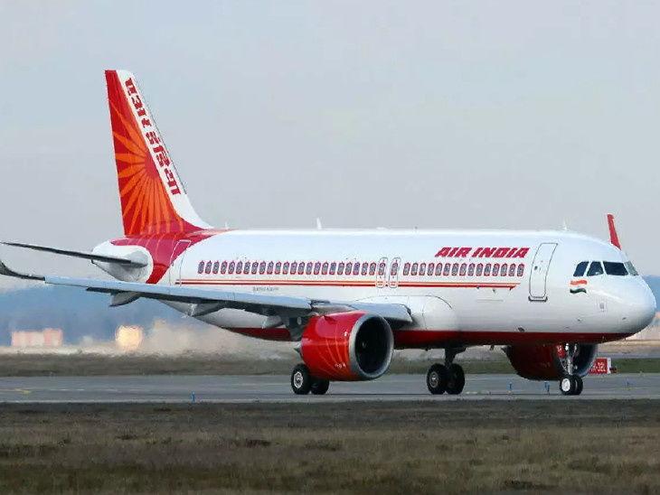 भारत और अमेरिका के बीच वंदे भारत अभियान के तहत चल रही उड़ानों के लिए प्रति यात्री किराए के तौर पर एक लाख रुपए लिए जा रहे हैं। - Dainik Bhaskar