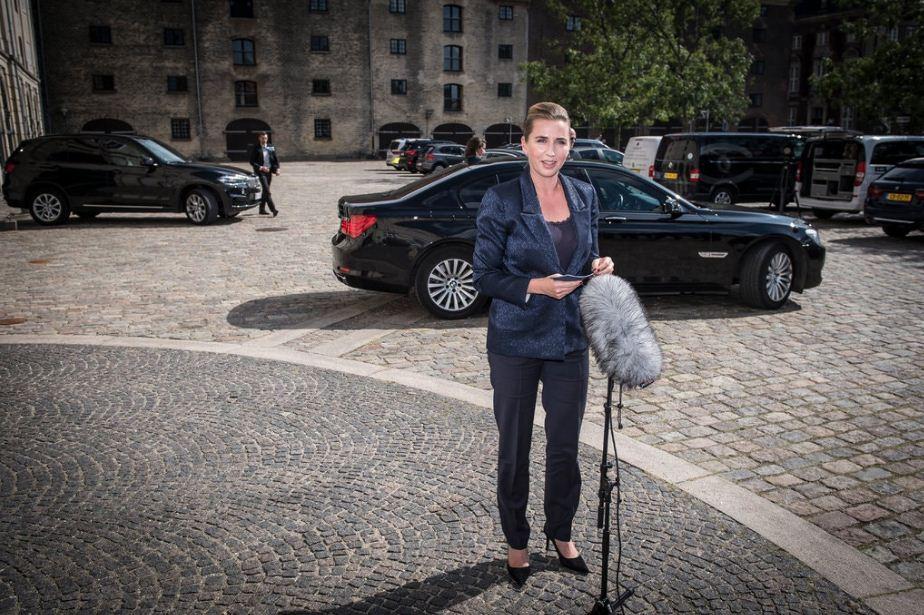 डेनमार्क की प्रधानमंत्री मैटी फ्रेडरिक्सन ने विपक्ष से बातचीत के बाद लॉकडाउन को लगभग खत्म कर दिया है। हालांकि, कुछ दिन पहले वो इसके पक्ष में नहीं थीं। देश में चंद गाइडलाइंस के साथ थिएटर, जिम और जू खोल दिए हैं। 20 मई तक स्कूल भी फिर शुरू कर दिए जाएंगे। (फाइल)