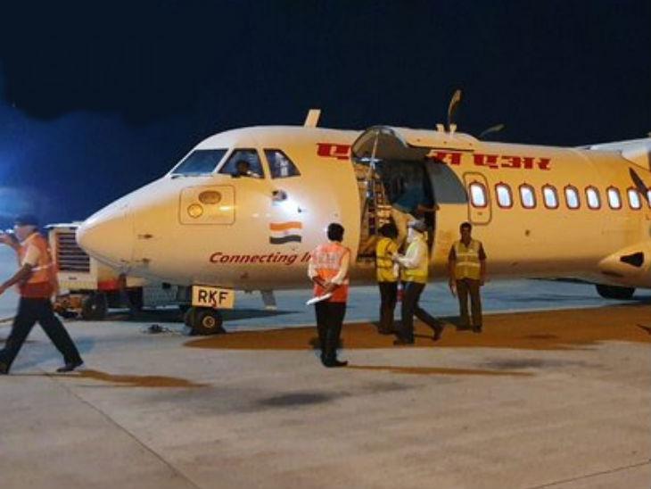 एयर इंडिया की स्पेशल कार्गो फ्लाइट गुरुवार देर रात गुजरात से पीटीबीसी लेकर विशाखापट्टनम पहुंची। पीटीबीसी गैस रिसाव रोकने में इस्तेमाल होता है।