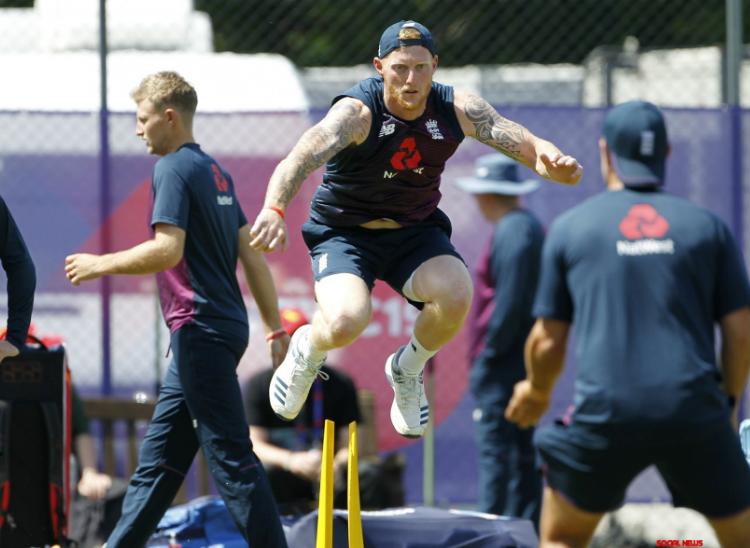 इंग्लैंड को खिलाड़ियों को रोटेट करना होगा क्योंकि उन्हें 7 हफ्ते में 6 टेस्ट खेलने हैं। संक्रमण का स्तर कम होने पर पाक सीरीज के पहले घर जाने की अनुमति मिल सकती है। (फाइल) - Dainik Bhaskar