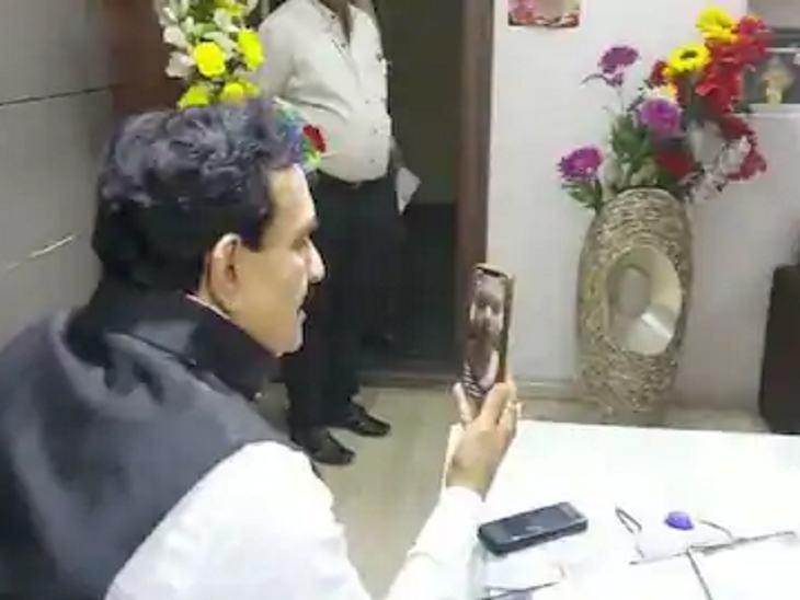कोरोना से लड़कर शहीद हुए टीआई यशवंत पाल की बेटी फाल्गुनी पाल बनीं सब इंस्पेक्टर; गृहमंत्री ने फोन पर बधाई दी इंदौर,Indore - Dainik Bhaskar