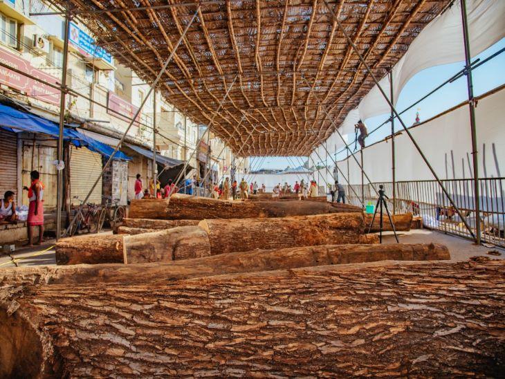 रथ निर्माण के लिए जो रथखला तैयार की जाती है, उसमें नारियल के पत्तों और बांस से छत तैयार की जाती है। इस विशेष पंडाल में किसी भी बाहरी व्यक्ति का प्रवेश बंद है।