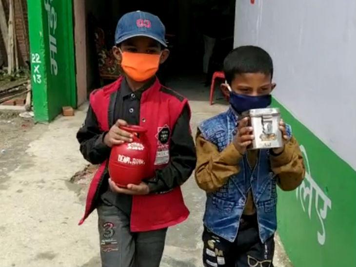 गोंडा के दो बच्चों ने एसडीए को सौंपा अपना गुल्लक, कहा- इसमें जमा रुपए कोरोना की जंग में हो इस्तेमाल उत्तरप्रदेश,Uttar Pradesh - Dainik Bhaskar