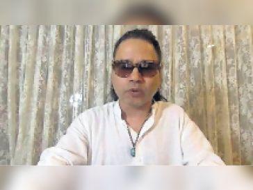 कैलाश खेर ने कोरोनाकाल में तैयार किया गया गीत जग सारा घर में बैठा है, मैं ही मेरा रक्षक हूं...सुनाया|सीकर,Sikar - Dainik Bhaskar