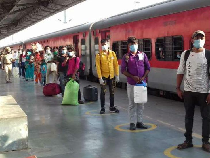 वडोदरा से से 1669 प्रवासी मजदूरों को लेकर अलीगढ़ पहुंची ट्रेन, थर्मल स्कीनिंग के बाद सबको रवाना किया गया उत्तरप्रदेश,Uttar Pradesh - Dainik Bhaskar