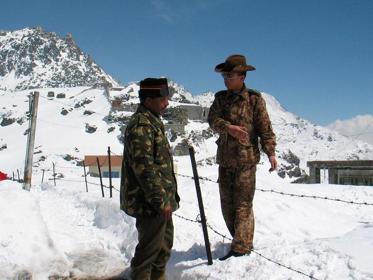 भारत चीन सीमा का ज्यादातर इलाका दुर्गम है। सर्दियों में दोनों देशों की सेना इन इलाकों में पैट्रोलिंग या तो कम कर देती हैं या बंद कर देती हैं, ऐसे में विवाद भी ठंड में कम ही होते हैं।