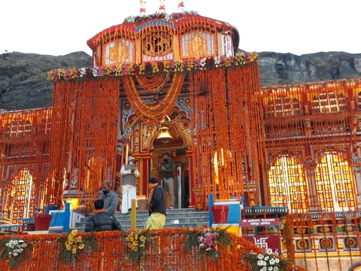 सुबह 4.30 बजे वैदिक मंत्रों के साथ खुले मंदिर के कपाट, पहली पूजा पीएम मोदी की ओर से धर्म,Dharm - Dainik Bhaskar