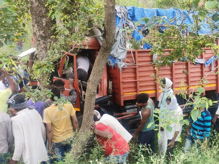 बाराबंकी में सूरत से लौट रहे तीन मजदूर हुए हादसे का शिकार, जालौन में डीसीएम खाई में पलटी; 6 शहरों में 8 की गई जान, 66 हुए घायल|उत्तरप्रदेश,Uttar Pradesh - Dainik Bhaskar
