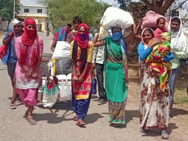 यह तस्वीर राजस्थान के अलवर की है। मध्यप्रदेश के छतरपुर की रहने वाली रामकुमारी मजदूरी करने के लिए राजस्थान आई थी, लेकिन लॉकडाउन हो गया। बच्चों को भूख से तड़पता देख अब यह पैदल ही अपने गांव के लिए निकल पड़ी हैं। गृहस्थी के नाम पर जो सामान था, उसे ठेले पर रख लिया।