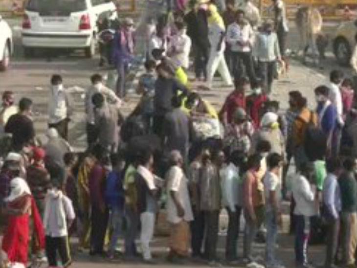 औरैया हादसे के बाद दिल्ली-यूपी बॉर्डर पर रोके गए सैंकड़ों मजदूर, प्रवेश की अनुमति नहीं होने से हाइवे जाम किया|उत्तरप्रदेश,Uttar Pradesh - Dainik Bhaskar