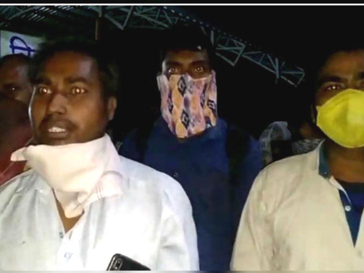 महाराष्ट्र परिवहन विभाग की 'लालपरी' कही जाने वाली एसटी बसों से प्रवासी मजदूरों को जबरदस्ती भरकर मध्य प्रदेश के बड़ीबिजासन माता मंदिर परिसर में लाकर छोड़ा जा रहा है।