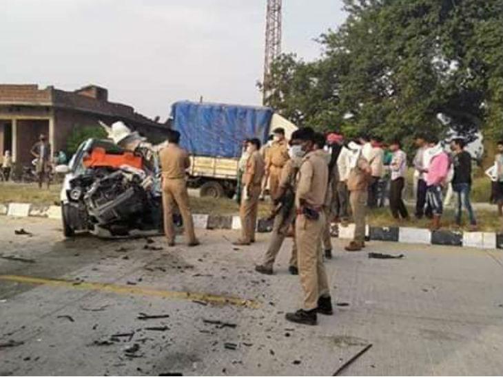 आजमगढ़-लखनऊ हाईवे पर डीसीएम में पीछे से टकराई कार; मदरसे में पढ़ने वाले तीन छात्रों की मौत, दो की हालत नाजुक|उत्तरप्रदेश,Uttar Pradesh - Dainik Bhaskar