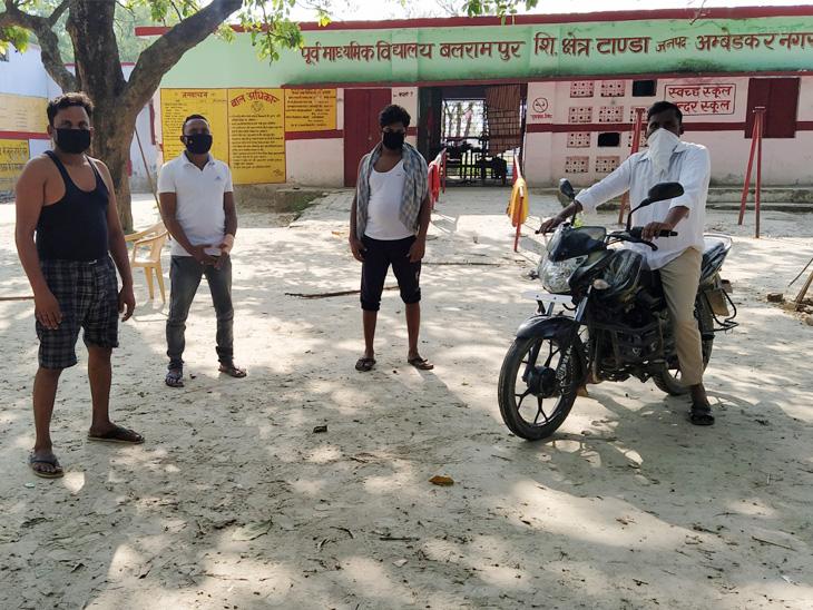 बलरामपुर गांव में स्थित प्राथमिक विद्यालय में आठ लोग रुके हैं, वे सभी बंबई और अहमादाबाद से आए हैं।