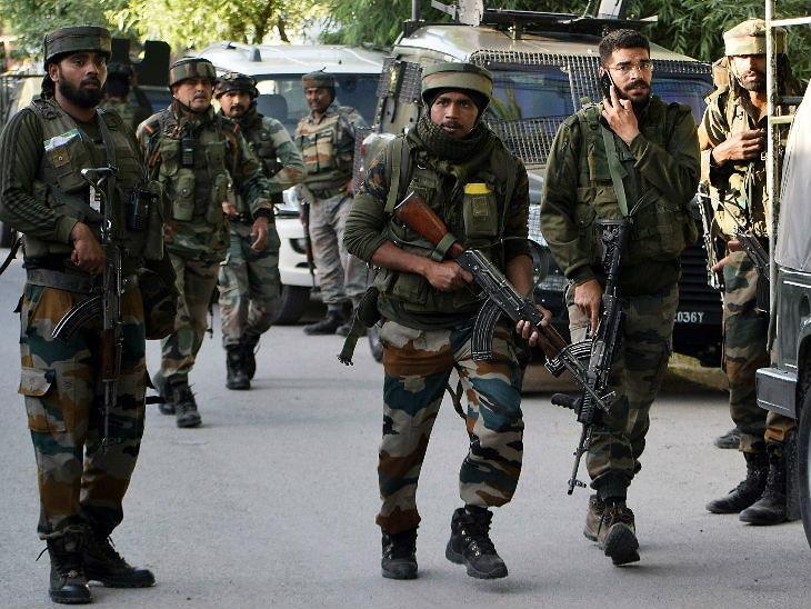 पुलवामा में पुलिस और सीआरपीएफ के नाके पर आतंकी हमला; एक जवान शहीद, एक की हालत गंभीर|देश,National - Dainik Bhaskar