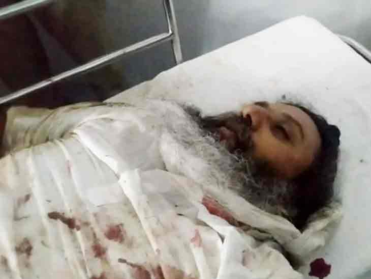 अस्पताल में पोस्टमॉर्टम के लिए लाया गया रसपाल सिंह का शव। उन्होंने इलाज के दौरान दम तोड़ा।