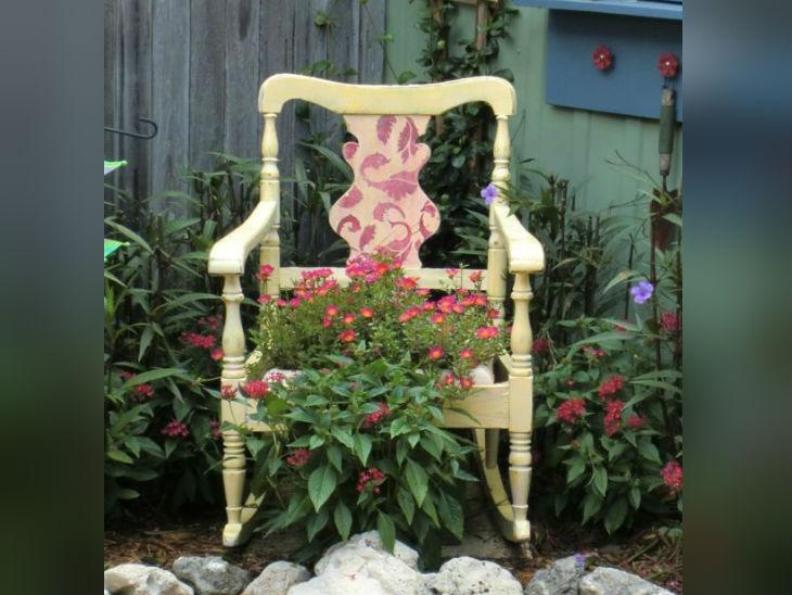 पुराने दराज ,बैग और कुर्सी से बनाएं घर के लिए डेकोरेटिव आईटम, ऐसे तैयार करें हैंगिंग वॉल और फूलदान लाइफस्टाइल,Lifestyle - Dainik Bhaskar