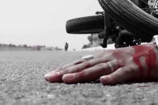 अनियंत्रित रोडवेज बस ने बाइक सवार दो सिपाहियों को कुचला, एक की मौत, प्रतापगढ़ जिले का रहने वाला उत्तरप्रदेश,Uttar Pradesh - Dainik Bhaskar