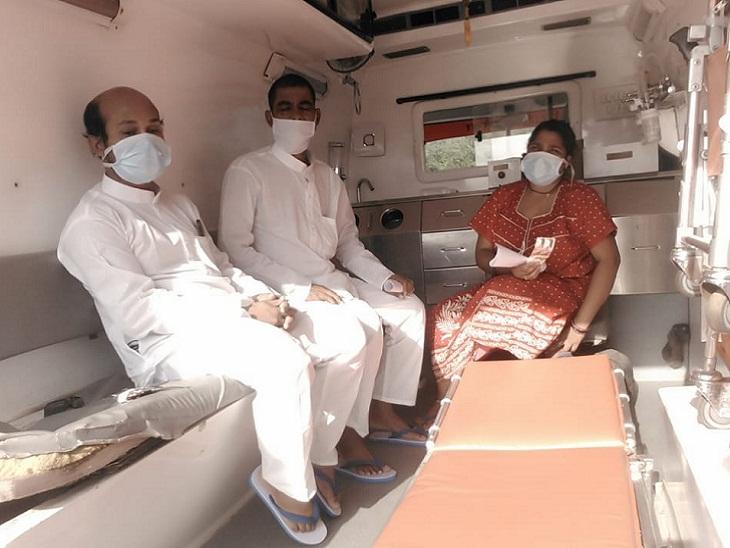 बिलासपुर के कोविड-19 अस्पताल में भर्ती जांजगीर के तीन कोरोना संक्रमिताें के ठीक होने के बाद उन्हें डिस्चार्ज कर दिया गया। इनमें एक महिला भी शामिल है। इन्हें एंबुलेंस से घर भेजा गया है। अब ये 14 दिन होम क्वारैंटाइन रहेंगे।